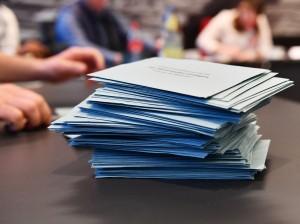 Ein Haufen von Wahlbriefen