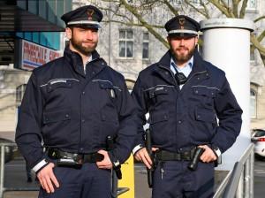 Steven Dean und Benedikt Luig vom Kommunalen Ordnungsdienst in der Nordstadt